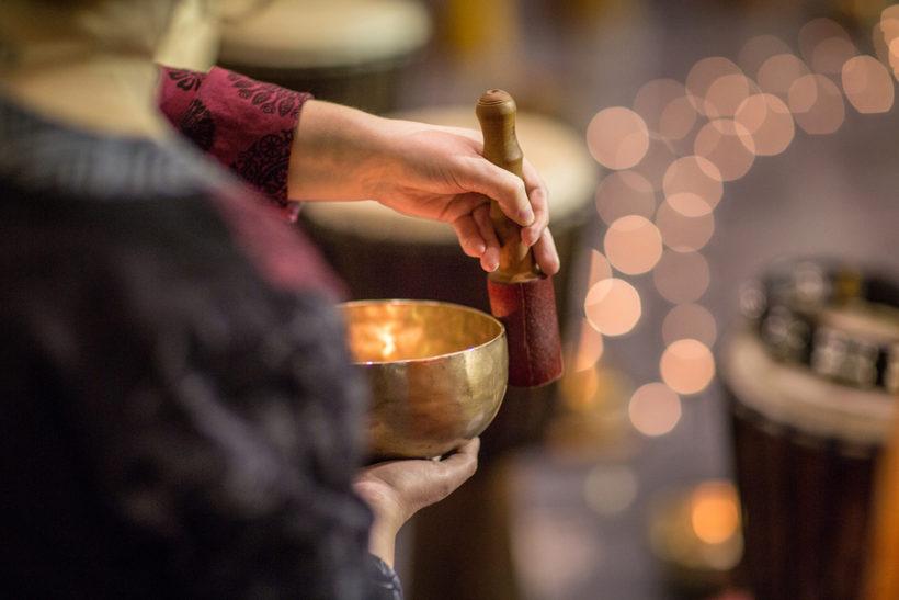 Les incroyables bienfaits apaisants des bols chantant tibétains