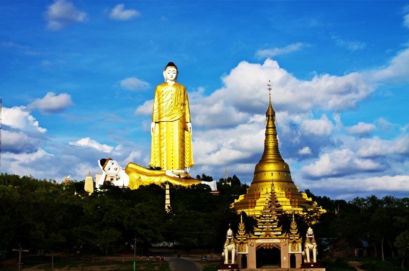 Le Buddha allongé et le Buddha debout à Bankok