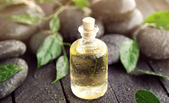 L'huile essentielles Tea Tree en 14 utilisations quotidiennes