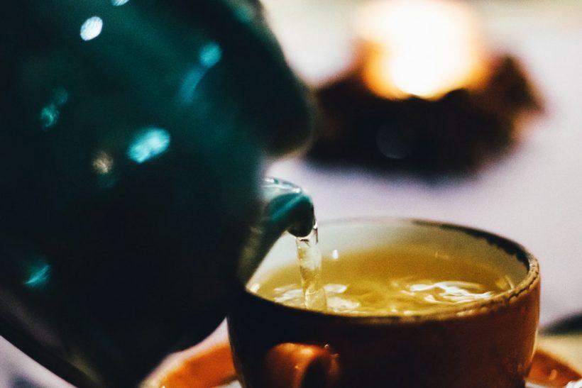 Thé au Gingembre & Curcuma : quels sont ses bienfaits et comment en faire ?