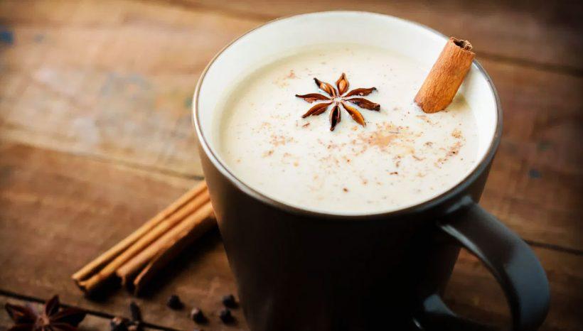 Thé Chai : 10 bienfaits de cette délicieuse boisson (+ recette)