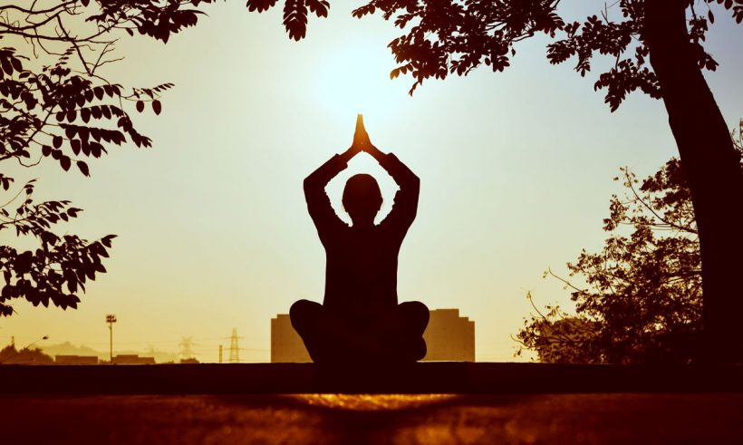 Méditation du matin : le secret d'une bonne journée ?