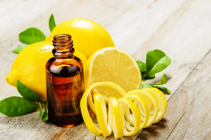 Huile essentielle de citron, la solution contre le mal des transports !