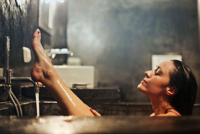 Quelles sont les meilleures huiles essentielles pour le bain ? (+ recettes)