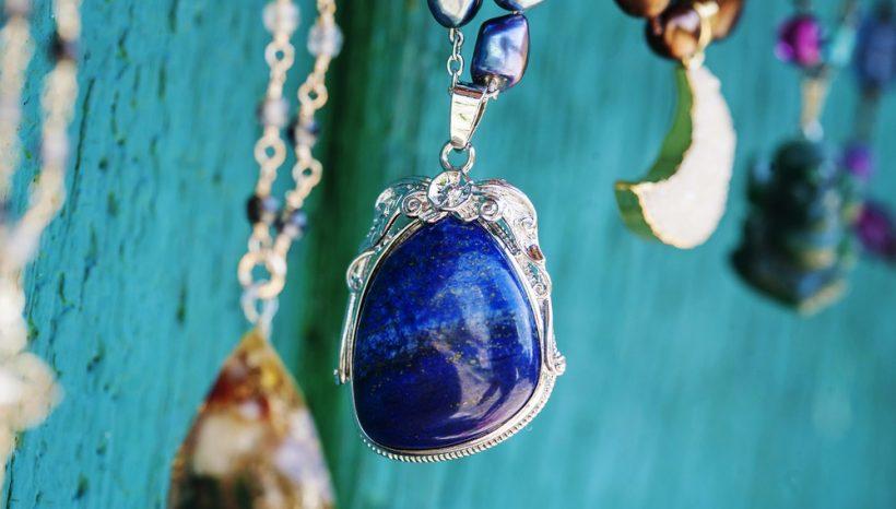 Lapis Lazuli : la pierre cosmique qui chasse le mauvais œil