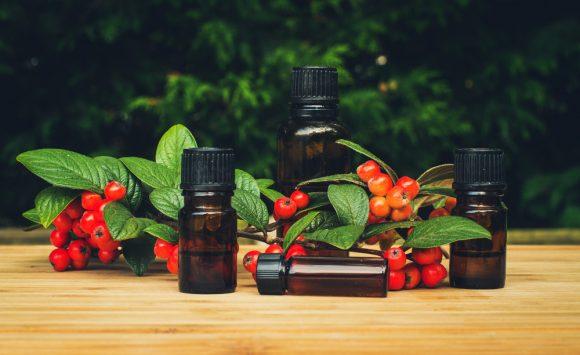 7 mélanges d'huiles essentielles pour recréer la magie de Noël.