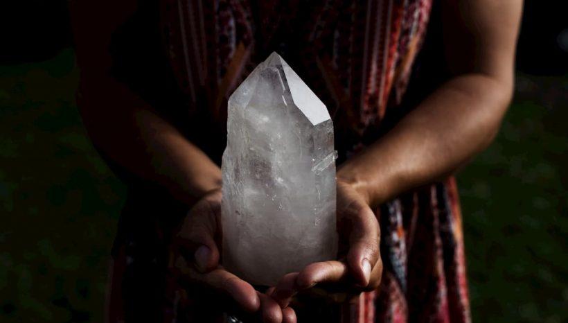 Cristal de roche, bienfaits et vertus de cette pierre de pureté