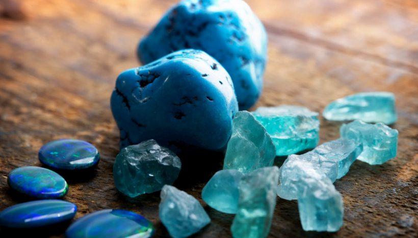 Turquoise, vertus et utilisation d'une pierre à la beauté océan.