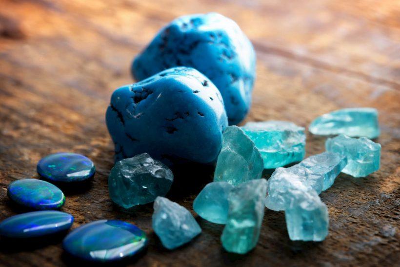 Turquoise, vertus et utilisation d'une pierre à la beauté océane.