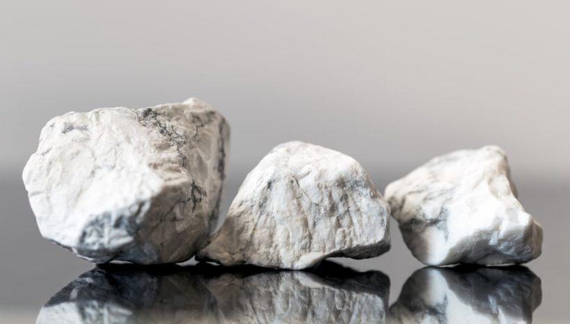 The Howlite: une pierre chamanique apaisante