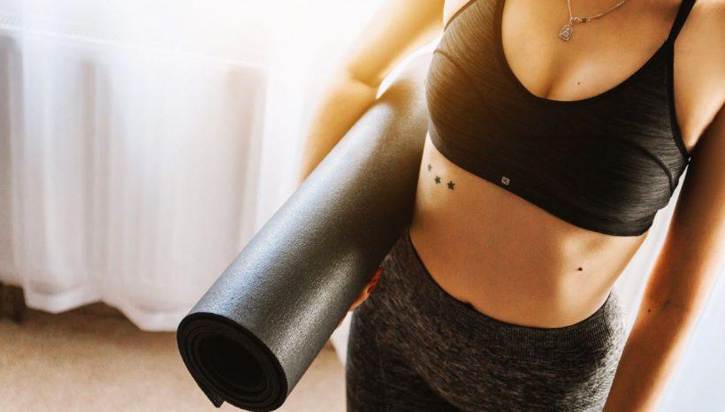 Postures de yoga, descriptifs et bienfaits expliqués en images