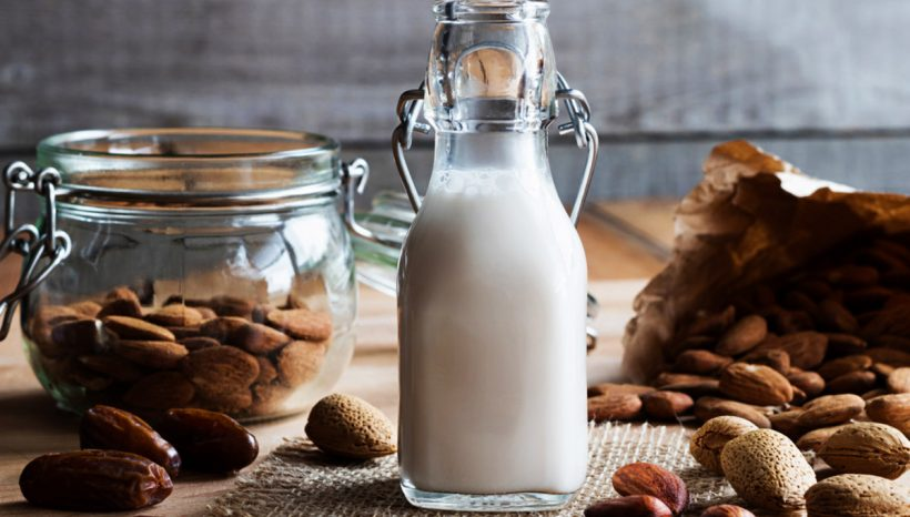 Lait d'amande : bienfaits + recette pour faire son lait d'amande maison