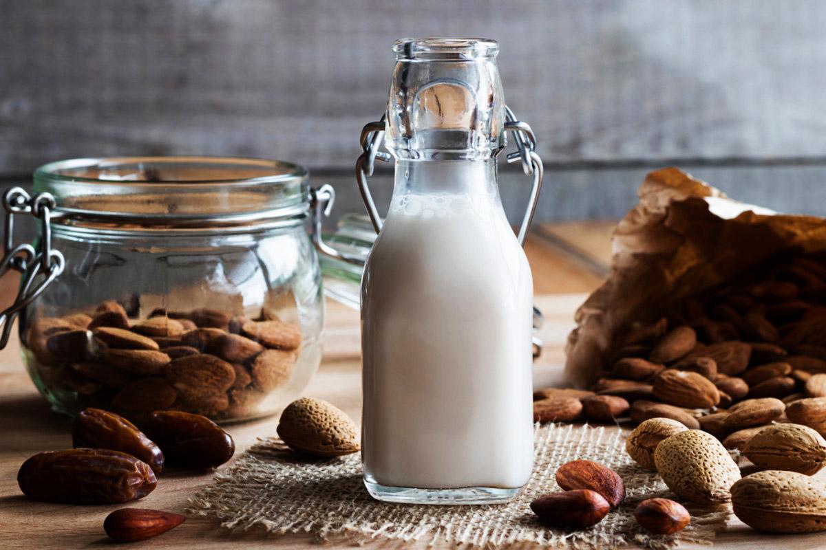 Lait d'amande : bienfaits + recette pour faire son lait d'amande ...
