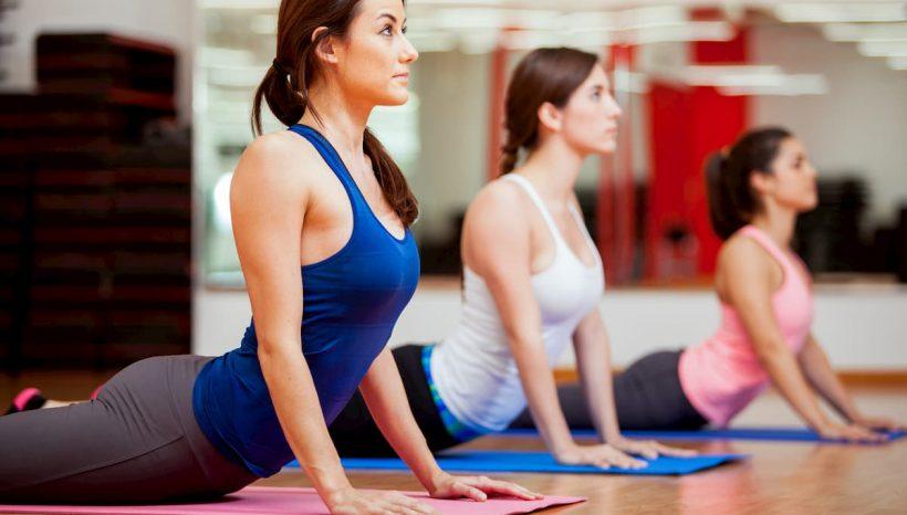 11 Asanas de Yoga pour réaligner sa posture et combattre le mal de dos !